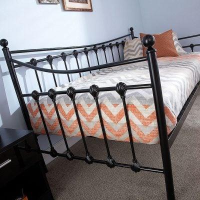 menarys-day-bed-black